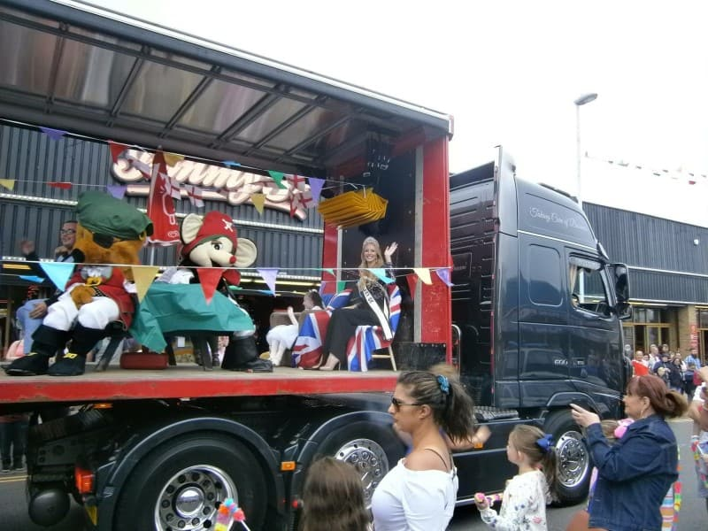 Mrs Galaxy UK – Tanya Collins, was a special guest at Leysdown Carnival!