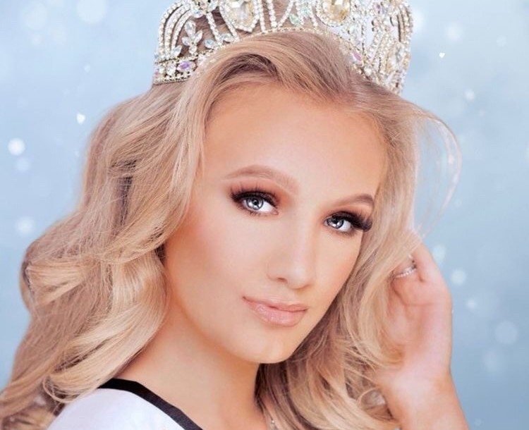Merry Christmas wishes from Junior Miss Galaxy UK, Ellie-Mia Zschiesche!